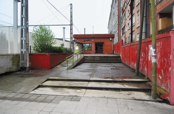 Zorrotza Las Rampas De Acceso Al Edificio No Est N